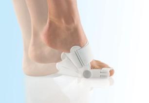Vaivasenluun hoitoon Hallufix myös päiväsaikaan paljain jaloin tai sukkasin